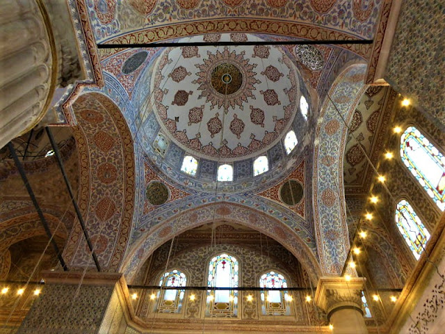 interno moschea blu