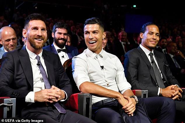 Messi và Ronaldo tay bắt mặt mừng, thân thiện khó tin 3