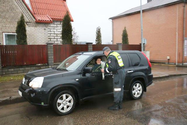 Journée de la femme, les policiers lituaniens n'arrêtent que les conductrices
