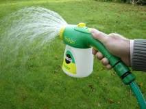 Hose end feeder spray