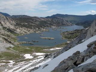 Blick hinab vom Whitebark Pass zum Garnet Lake