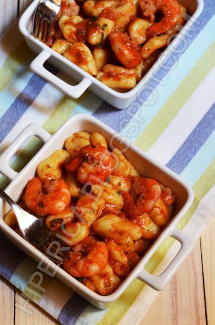 hiperica di lady boheme blog di cucina, ricette gustose, facili e veloci. Gnocchi con gamberi e pomodoro