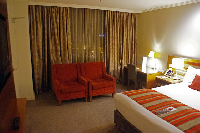 Melbourne Parkview Hotel Lounge and Bed