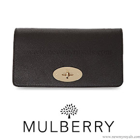 Kate Middleton carried MULBERRY Bayswater suede clutch