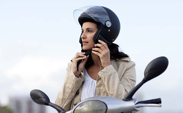 Sering - seringlah pakai helm sat berkendara dengan sepeda motor.