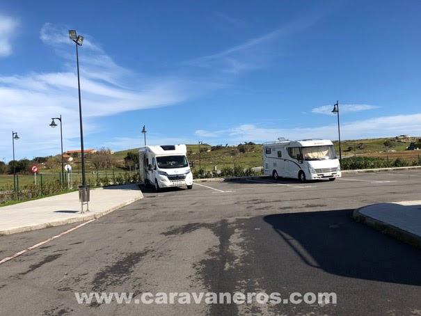 área de autocaravanas de Llanes Asturias | caravaneros.com