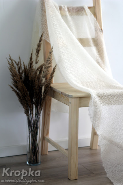 Kremowy ślubny szal zrobiony ręcznie na drutach