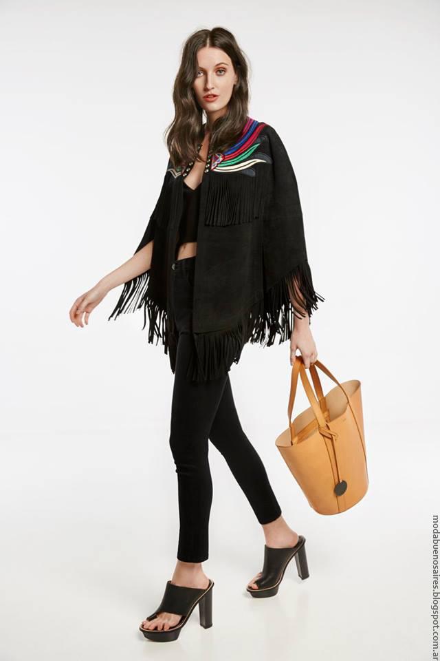 Moda mujer poncho con flecos de verano 2017 María Cher.