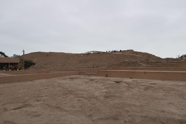 Gran pirámide de Huaca Pucllana en Lima