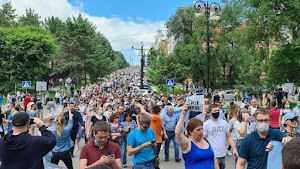 Menentang Putin, Puluhan Ribu Orang Turun ke Jalan