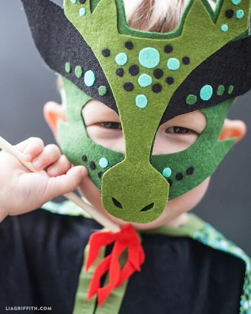 máscara de dragón en fieltro