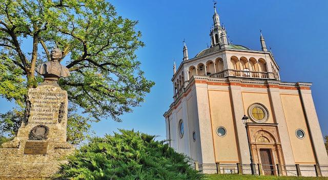 Chiesa del Villaggio Crespi d'Adda - Luoghi piu' belli in Italia.