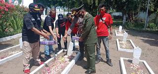 Tabur Bunga Peringati Hari Pahlawan,AJP Bersama Kodim 0820/12 dan Polsek  Keraksaan