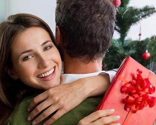 Вибрати новорічний подарунок для молодої дівчини не дуже складно.