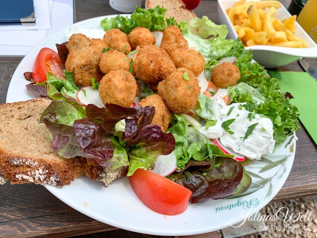 Salat mit Pilzen beim Waldheim