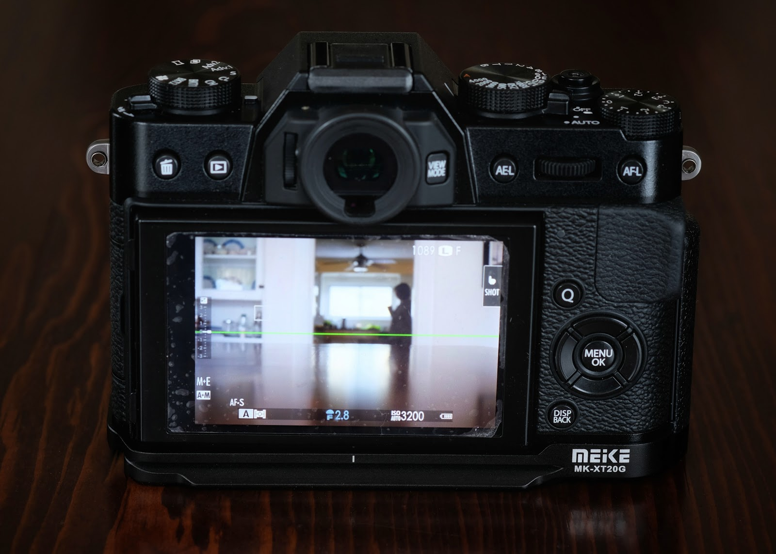 Meike Xt20g Hand Grip Review Michael St Jean Photography Screen Guard Fujifilm Xt10 Ignore The Poorly Cut To Size And Applied Nintendo Ds