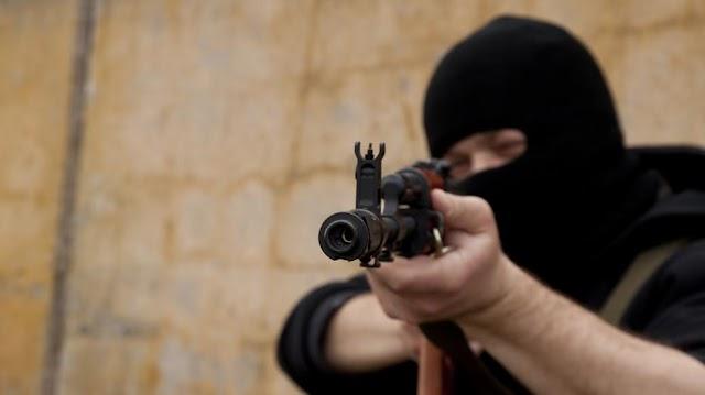 Mesterlövész végzett azzal a gránáttal fenyegetőző autótolvajjal, aki túszul ejtett egy rendőrt