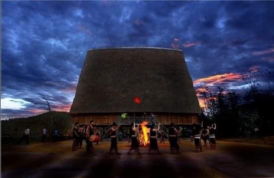 Nhà rông làng Kon Pring
