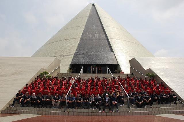 Relaksasi Warga Binaan Sosial Eks Psikotik Bina Laras ke Monumen Jogja Kembali & Pantai Baru