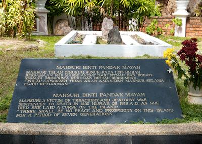 Makam Mahsuri - Tempat Menarik Di Langkawi