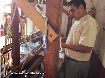 Michoacán Craftman working on a Loom at the House of the Eleven Patios en Pátzcuaro