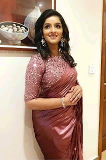 Sowmya Menon Look Elegant Saree Gallery