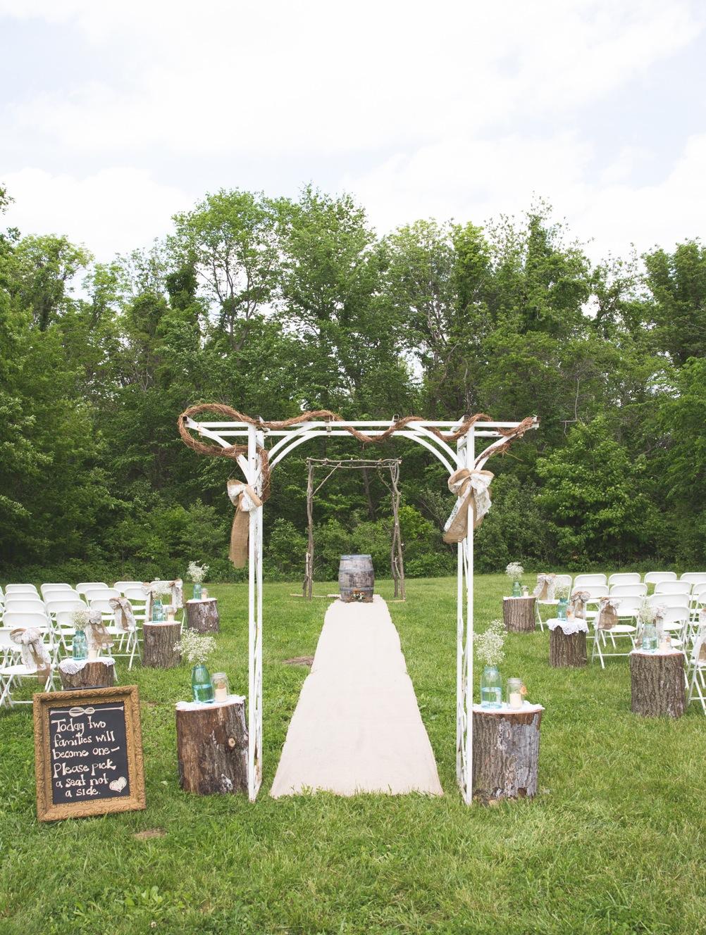 outdoor+aisle+decor - Cowboy Wedding Centerpieces
