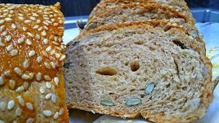 Трипластов пълнозърнест хляб