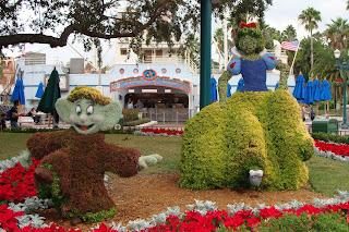 Snow White Dopey Topiary Disney's Hollywood Studios