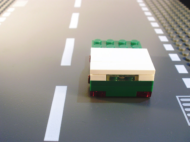MOC LEGO micro carro verde.