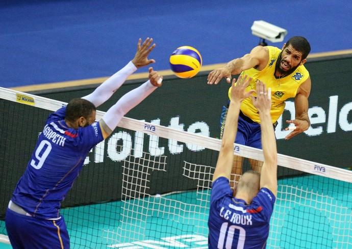Brasil vence a França no Vôlei masculino e pega a Argentina nas quartas 49c47094fa483