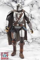 S.H. Figuarts The Mandalorian (Beskar Armor) 16