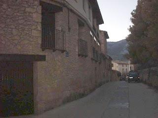 Beceite, Beseit, pueblo, casco urbano, planet, esquina calle Goya