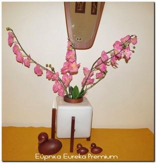 http://eurekapremium.blogspot.gr/2014/03/unique-vintage-opaline-glass-vase.html