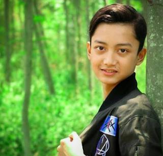 Biodata Lengkap Gus Azmi askandar vokalis grup sholawat Syubbanul Muslimin