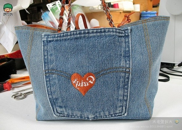 We sew bags from old jeans and denim.Compilation photos Шьем Сумки из старых джинсов