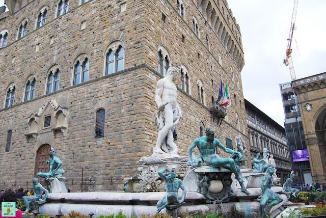 Fuente de Neptuno en la Piazza della Signoria de Florencia