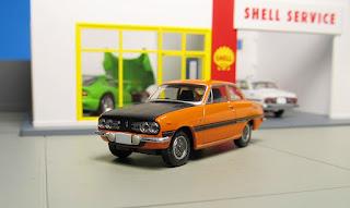 Tomica Limited Vintage LV-137a Isuzu Bellett 1600 GT-R