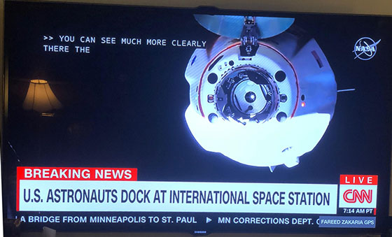 Dragon spacecraft approaches ISS (Source: www.cnn.com)