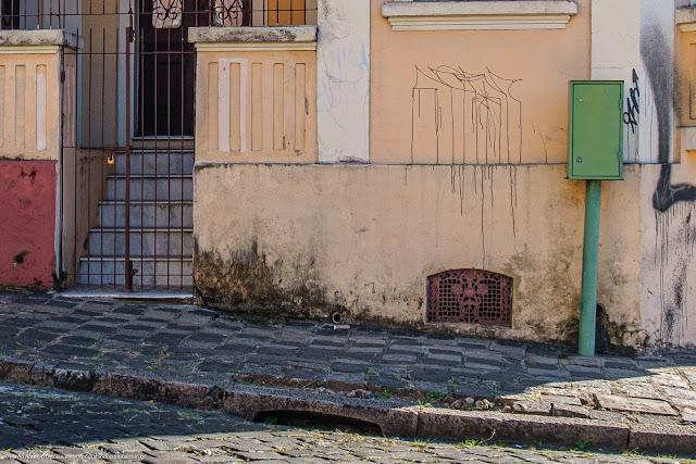 Casa na Rua Almirante Barroso - detalhe de uma grade no porão