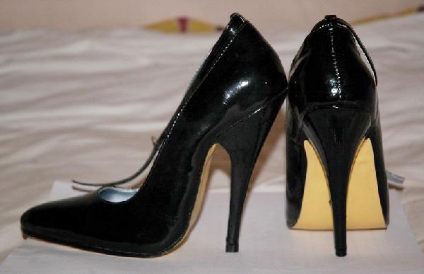 Tips Menggunakan Sepatu Hak Tinggi