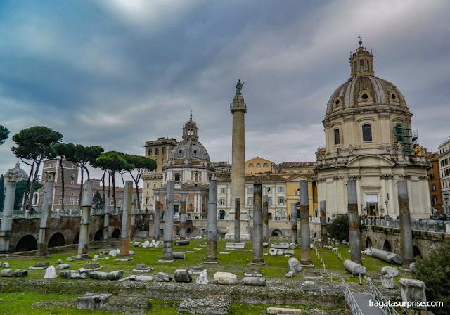 Roma, Fórum de Trajano e as basílicas católicas de Santa Maria de Loreto e do Santíssimo Nome de Maria