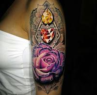 tatuaje rosa y diamantes