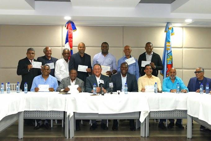 CAASD distribuye 5.5 millones de pesos al baloncesto