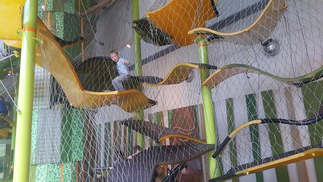 zoo-climbing