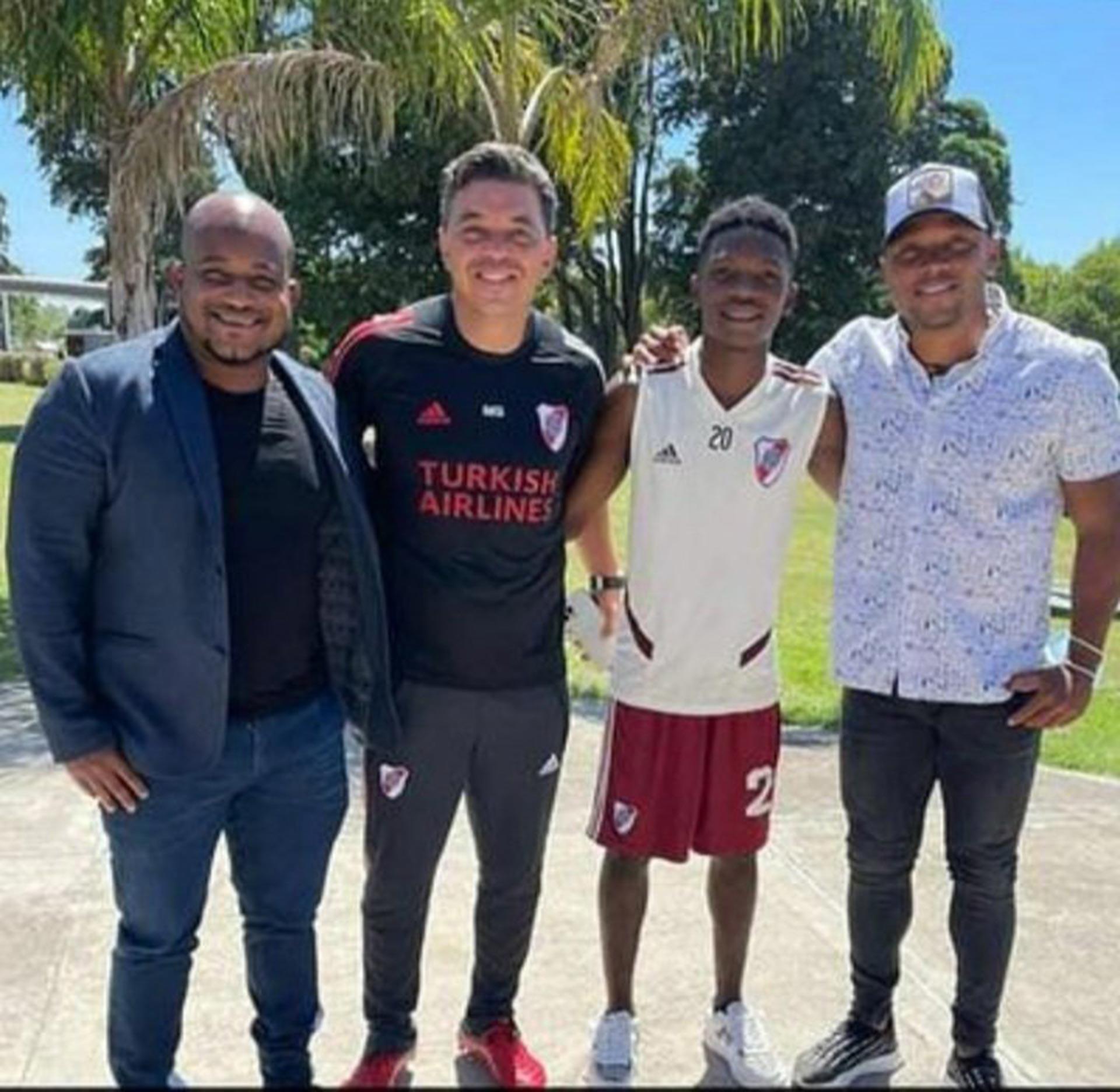 """El """"Mbappé colombiano: quién es el juvenil de 17 años que deslumbró a Marcelo Gallardo"""
