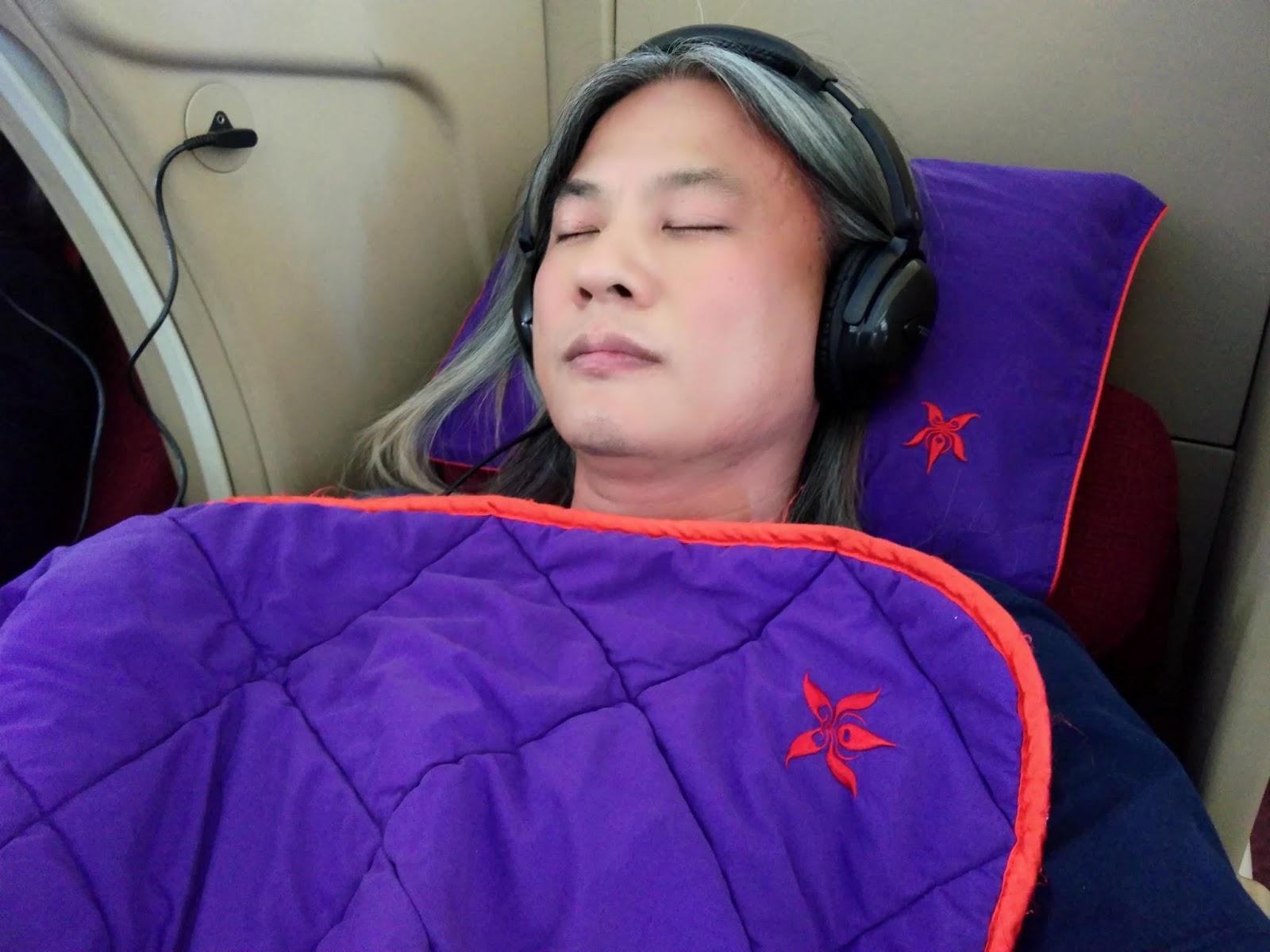 黑老闆說︱香港航空A330-300商務艙_假掰裝睡一下。