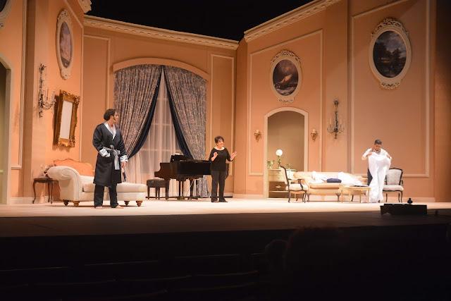 Los actores  Mario Arturo, Cecilia García y José Lora.