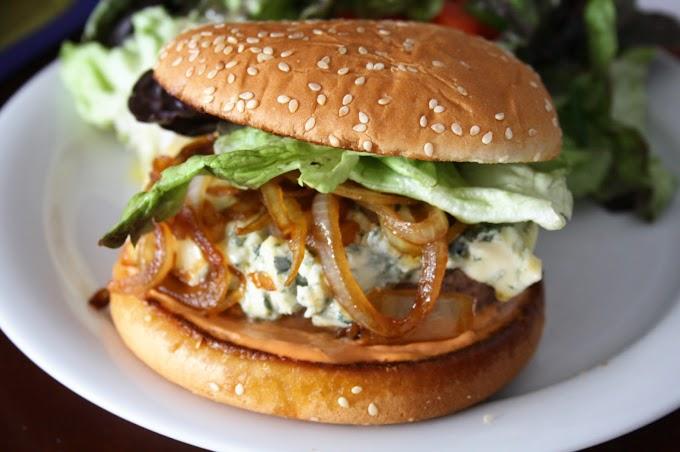 أسهل طريقة لعمل برجر الدجاج بالجبن الشيدر بأقل التكاليف في منزلك