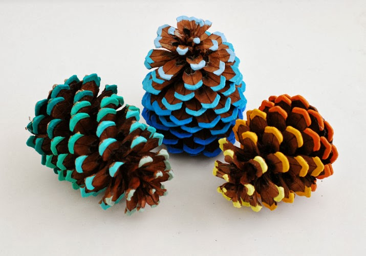 whimzeecal diy friday ombre pinecone tutorial. Black Bedroom Furniture Sets. Home Design Ideas
